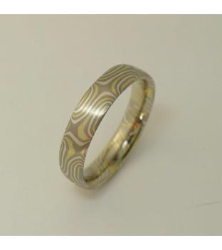 Mokume-Gane-Ring tricolor aus 750 Grüngold & 500...