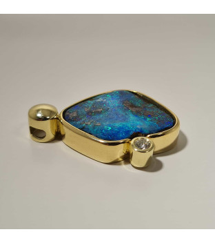 Opal-Anhänger Boulder aus 585 Gelbgold mit Brillant 0,15 ct TW-vsi