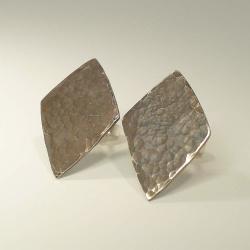 Ohrringe Raute mit geschmiedeter Oberfläche Silber...