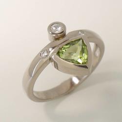 Ring Weißgold 585 mit Peridot und Diamanten=0,06ct...