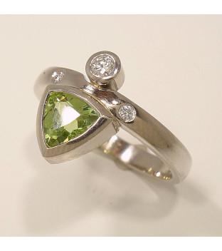 Ring Weißgold 585 mit Peridot und Diamanten=0,06ct w-si, Weite 57
