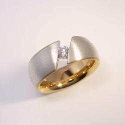 Ring aus 925 Sterling-Silber und 750 Gelbgold mit 0,17 ct...