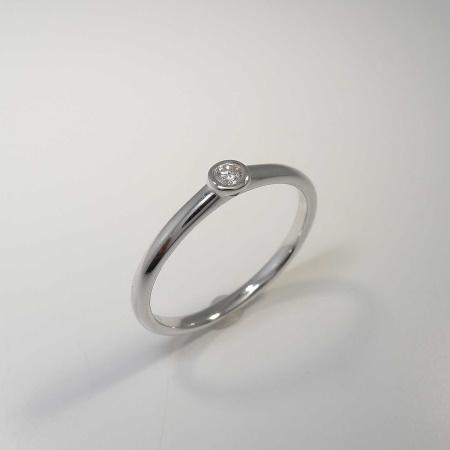 Solitär Ring 585 Weißgold mit Brillant 0,05 ct Tw-si in Zargenfassung - Ringweite 54