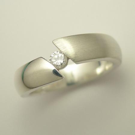 Ring aus Sterling-Silber mit 0,10ct Brillant / Diamant, Weite 54