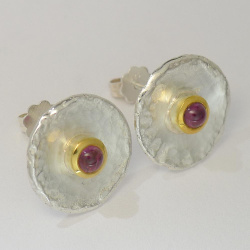Ohrringe bicolor mit Cabochon Turmalin oder Granat