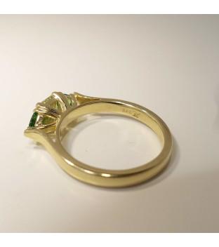 Ring Gelbgold 585 mit grünem Granat 1x Grossular und 2x Tsavorit Weite 55