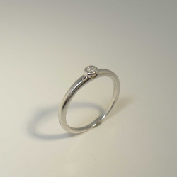 Solitär Ring 750 Weißgold mit Brillant 0,05 ct...