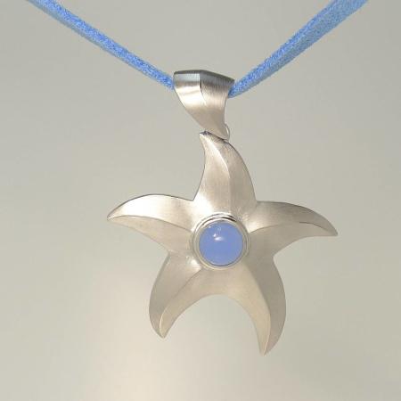 Seestern Anhänger bzw. Collier Silber 925 mit blauem Stein und Lederband