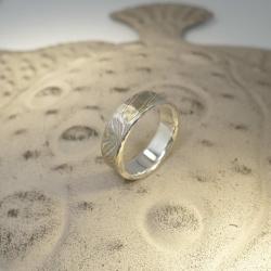Mokume-Gane-Ring tricolor 750 Grüngold, 500 Palladium und 925 Silber - mit Silberkern
