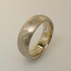 Mokume-Gane-Ring 3-farbig aus 916 Gelbgold, 500 Palladium...