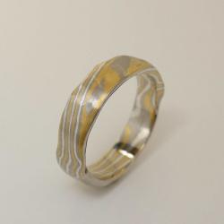 Mokume-Gane Ring rustikal 3-farbig aus 916 Gelbgold, 500...