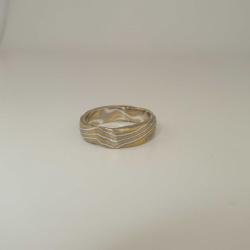 Mokume-Gane Ring rustikal 3-farbig aus 916 Gelbgold, 500 Palladium und 935 Silber Weite