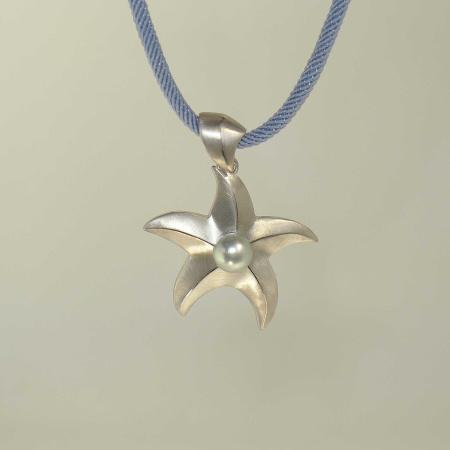 Seestern Anhänger bzw. Collier Silber 925 mit grauer Perle und blauem Halsreif