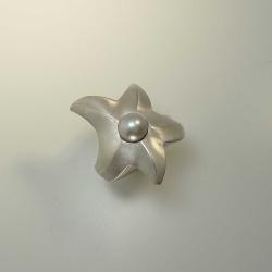 Seestern-Ring aus rhodiniertem 925-Silber mit grauer Süßwasser-Perle