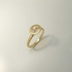 Handgefertigter Ring aus 585 Gold mit roséfarbigem...