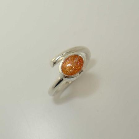 Silber-Ring mit ovalem Aventurin-Sonnenstein - handgearbeitet